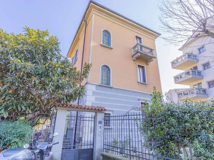 Beautiful 1930 Milanese Villa San Siro (14 people)