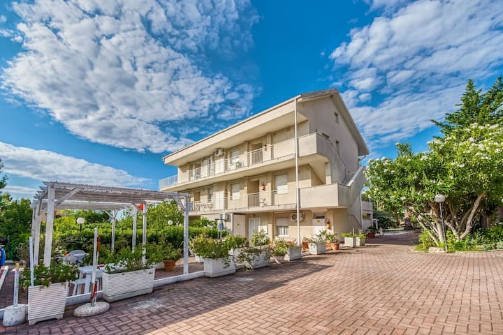 Appartamento in residence con piscina a pochi passi dal mare