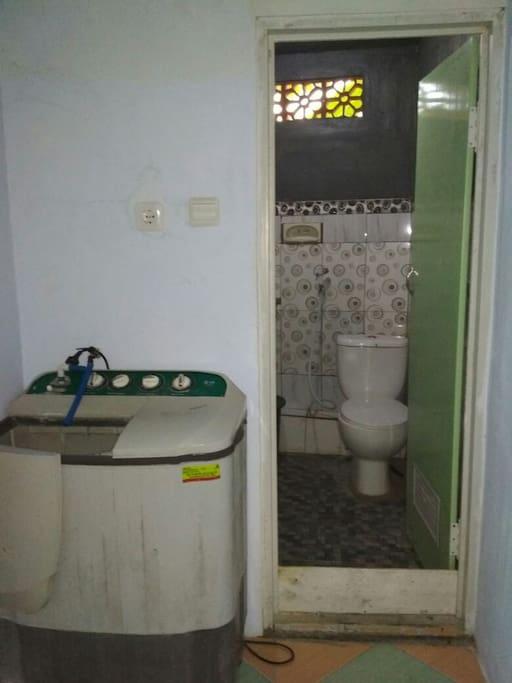 Kamar mandi dan fasilitas mesincuci