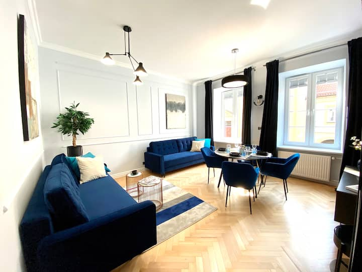 Gorgeous Historic Tenement Apt. - New Town Square!