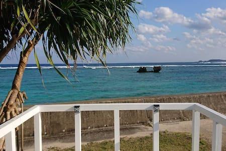 蒼い珊瑚礁 ビーチ・ハウス!青い海の目の前!奄美大島ビーチフロント プライベート・ヴィラ!