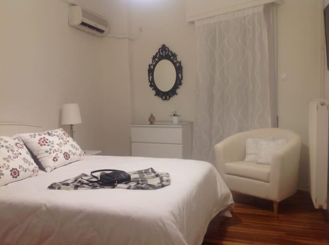 City Central Cozy Apartment - Galatsi - Flat