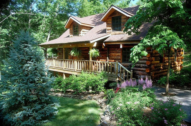 Real Log -Engleman Spruce-the Refuge - 40acres Secluded- Pool/Ping/Foos Tables