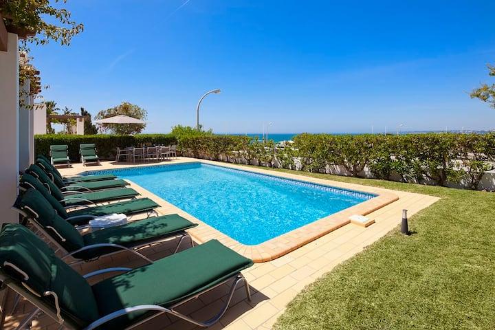 Villa Kelly - 4 bedrooms, stunning sea views, walk to restaurants and supermarket