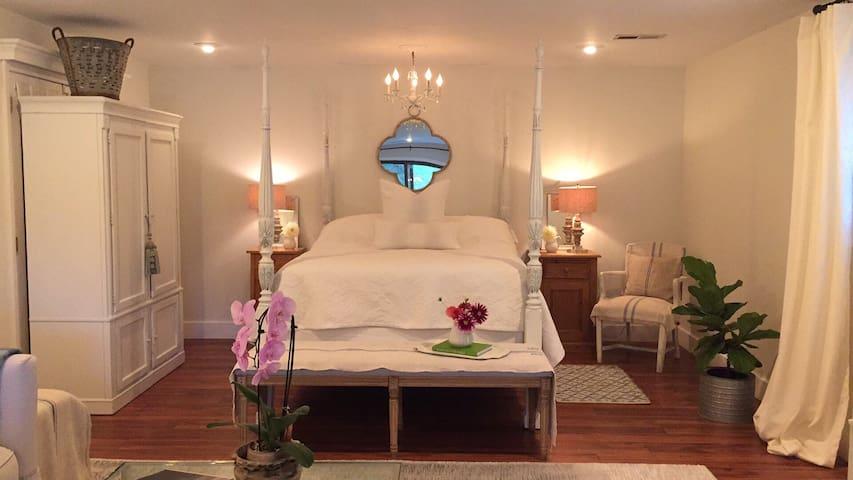 Designer Guest Suite close to Ann Arbor and U of M