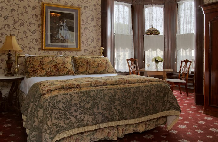 Victorian Village Suite-201 & 202 - Victorian Inn