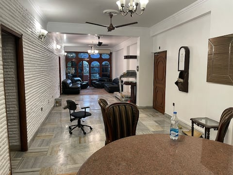 Upmarket furnished apartment in central location