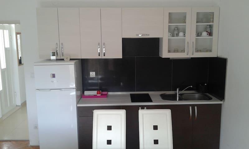 'Cosy apartment near beach  Welcome - Stobreč - Dom