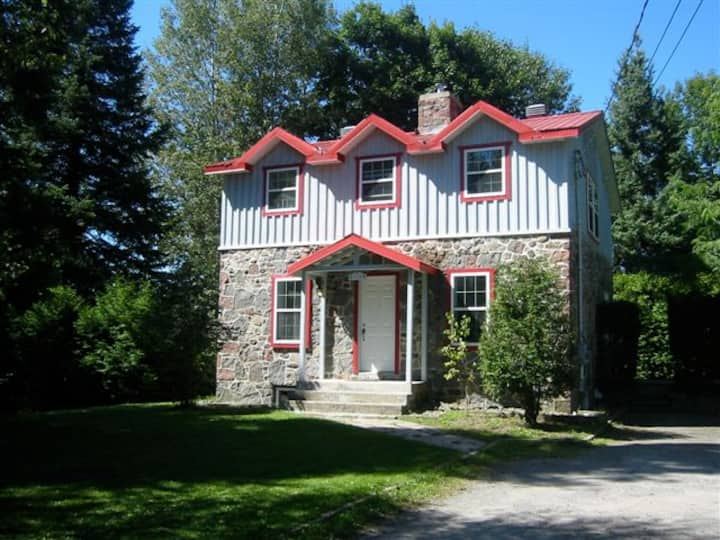 "Cosy country  house , (""Le Petit Chateau Mignon"")"