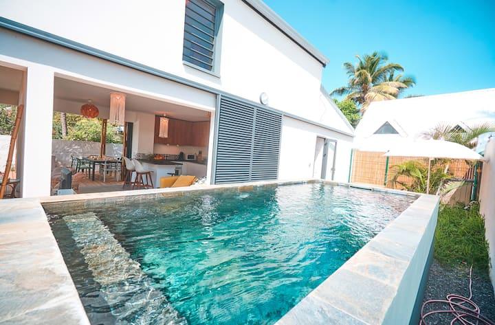 Villa de standing, piscine, jardin, bord de mer