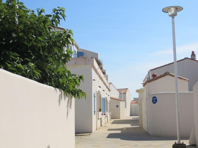 Joli studio, piscine chauffée et terrasse