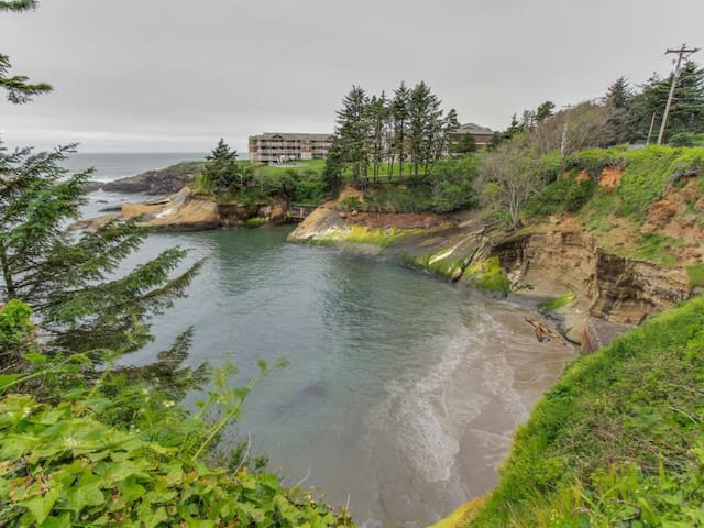 Pirate Cove Cottage 2 - Depoe Bay - Annat