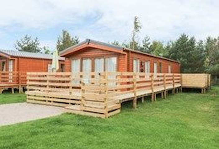 Luxury Hot Tub Lodge for 4/6 guests, Dog Friendly on Felmoor Park, Northumberland.  Modern & Stylish, Comfy and Cosy at the same time.