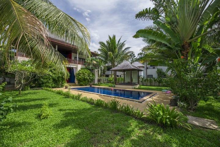 Private pool and garden - cozy Sunway Villa