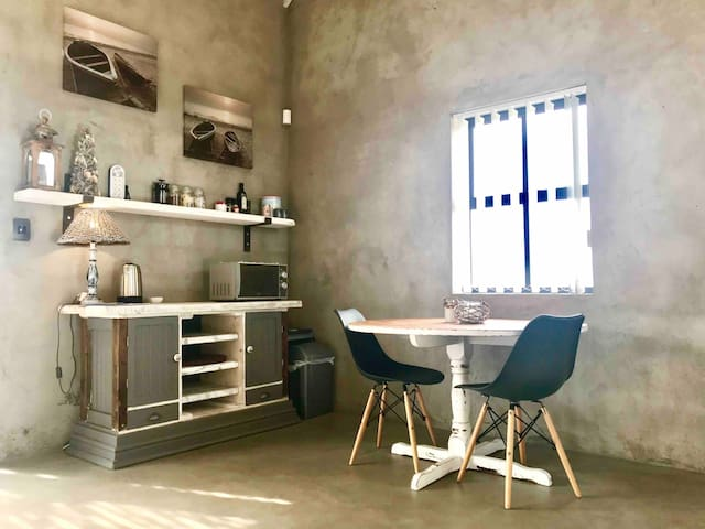Kitchen/ ding area