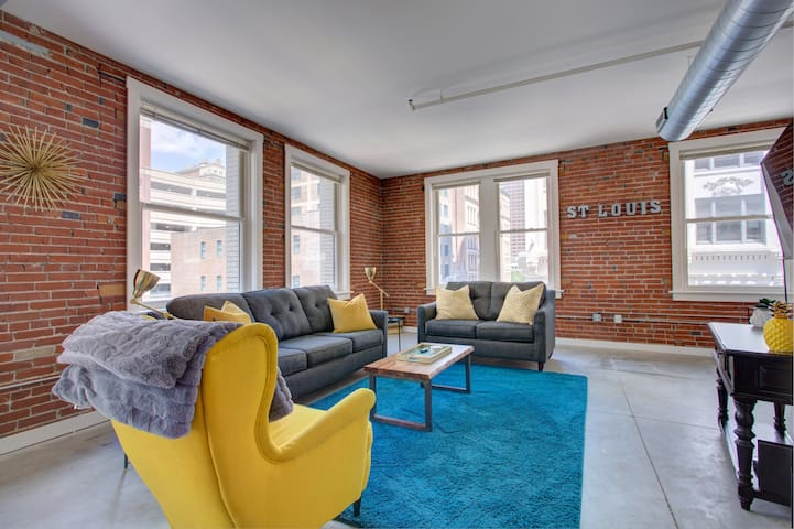 Roomy and Modern Loft in Downtown Saint Louis