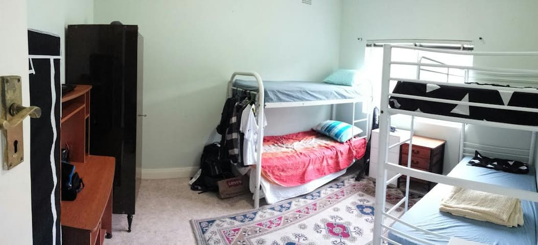GREAT AFFORDABLE ACCOMMODATION R1.2 - Rosebery - Huis