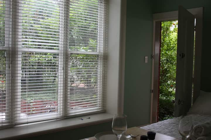 Garden Studio Apartmt Quality/Position Camberwell