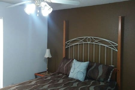 Beautiful and Comfortable Room - Crowley
