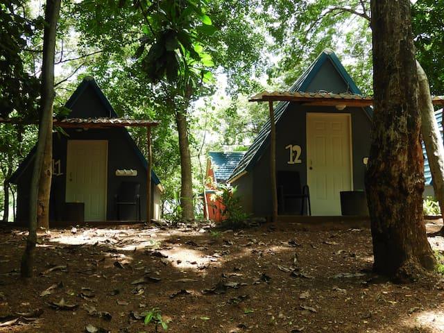 Tipi Hostel Playa Venao  3 camas Individuales