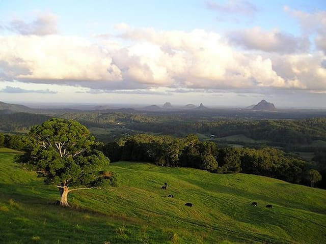 Maleny House with Glasshouse Views