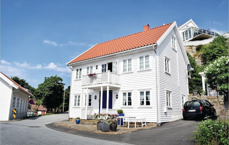 Holiday apartment with 2 bedrooms on 85m² in Korshamn