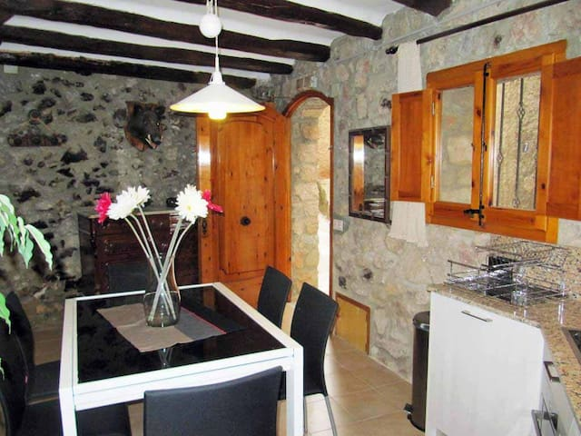 Renovated 4 floor village house - Arbolí - Casa