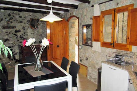 Renovated 4 floor village house - Arbolí