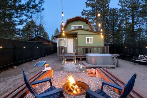 NEW! Modern: hot tub, firepit, EV charger, hiking