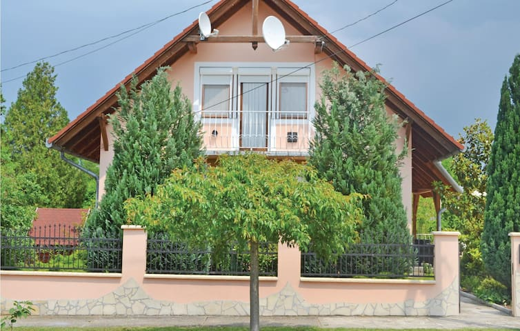 Holiday cottage with 6 bedrooms on 150m² in Balatonszemes