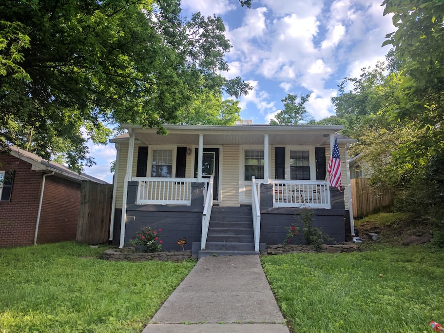Charming modern cottage in a vibrant neighborhood only minutes from downtown, 12th South, Hillsboro Village, Melrose,the Gulch, Vanderbilt and Belmont University.