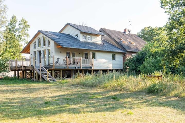 Ruhiges Ferienhaus in Winsen, Pfahlhaus am Fluss