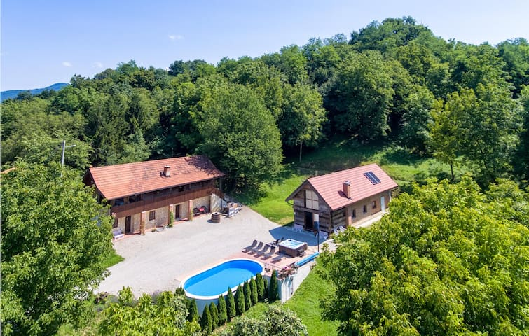 Holiday cottage with 3 bedrooms on 156m² in Novi Marof