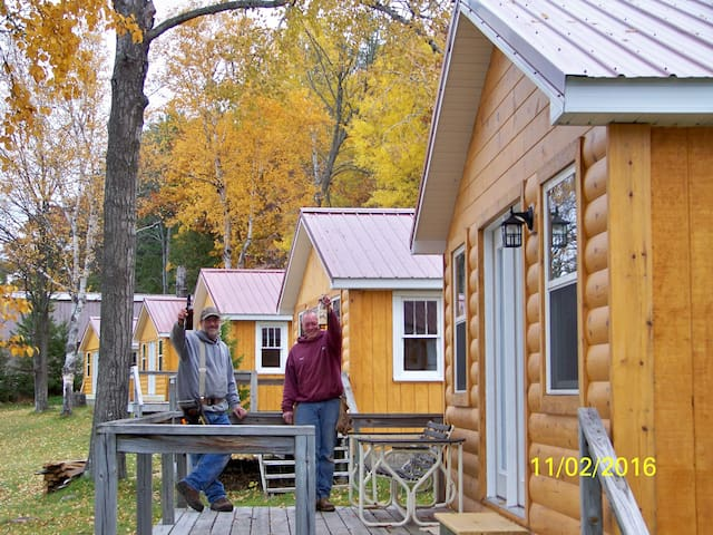 Temple Town Cabins on Mullett Lake - Indian River - Srub