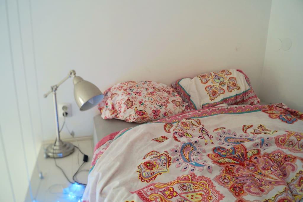 Sypialnia na antresoli, dwuosobowe łóżko