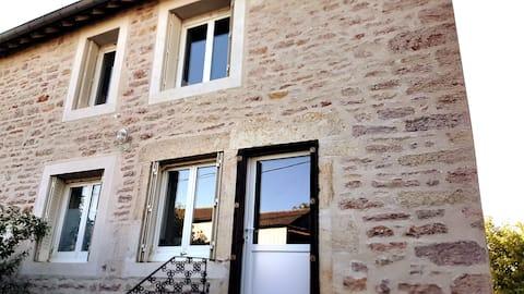 10 minutes de DOLE - Maison de 1830 - (2km A36)