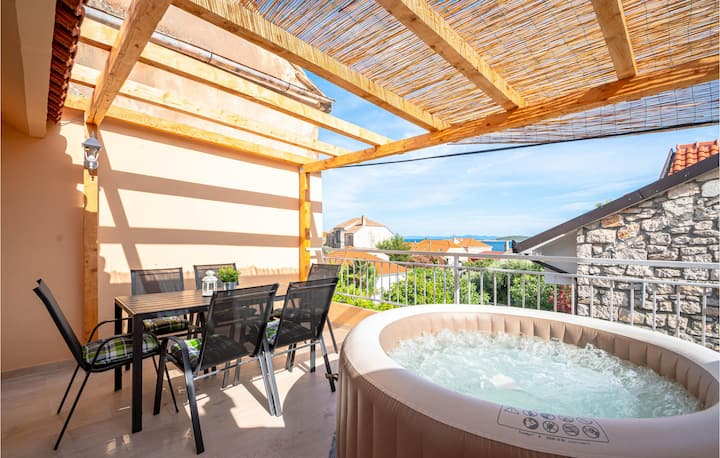 Beautiful home in Orebic with Jacuzzi, WiFi and 2 Bedrooms
