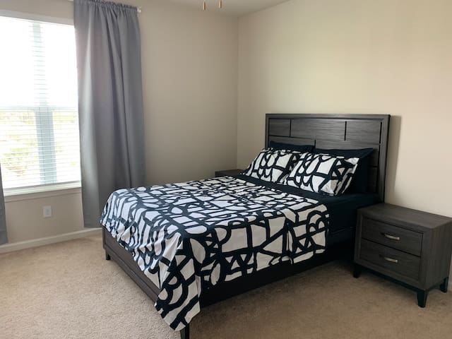 Nice master bedroom with private bathroom orlando