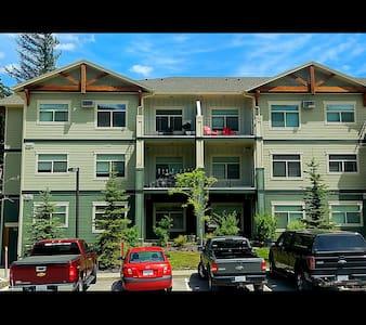 Contractor's Choice - 2 Bedroom Top Floor Condo