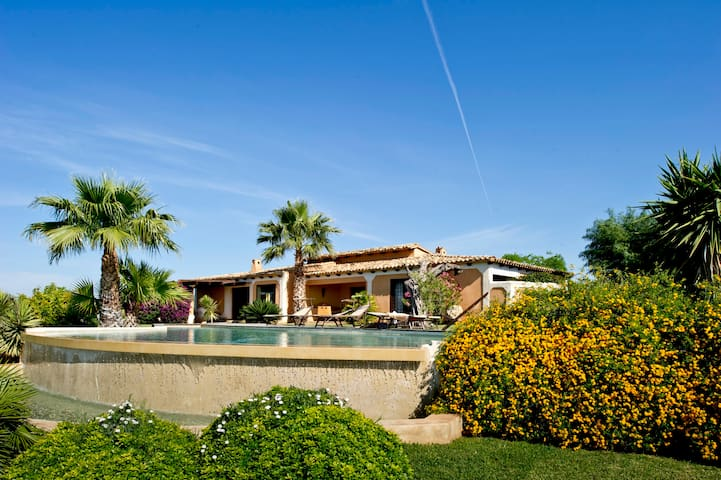 Beautiful villa with fenced garden and lovely pool - Castelvetrano - Vila