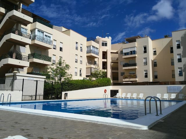 Dormitorio tranquilo, piscina comunitaria y WIFI.