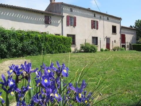 Maison de famille dans village du Lauragais - 3*