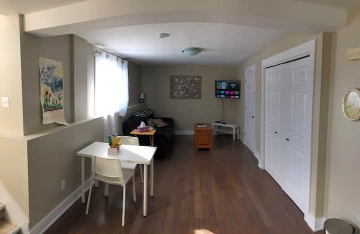 Brookside Nook - Newly Renovated Apt with Parking