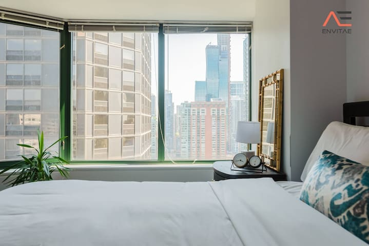 ENVITAE |3BR Luxury Corner Loft | Navy Pier Views | Free Parking