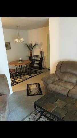 Fully Furnished 2 Bedroom Apartment - Allentown - Apartament
