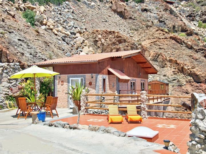 3 terraces, barbecue, mountains, nearby beach, 5 p