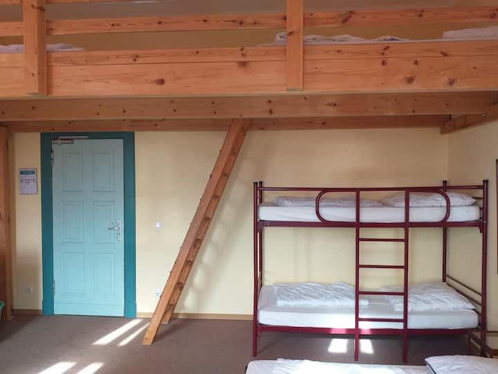 Suite-Family-Shared Bathroom-8 Bett Zimmer