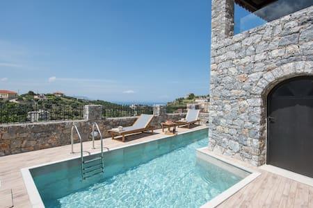 Villa Acrothea with pool and views, Kournas