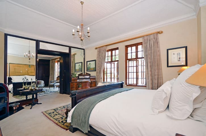 Wild Jasmin Room (Presidential Suite)