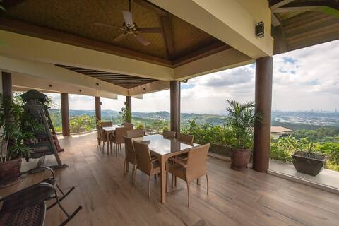 Timberland Heights: Quiet Retreat in Hilltop Home
